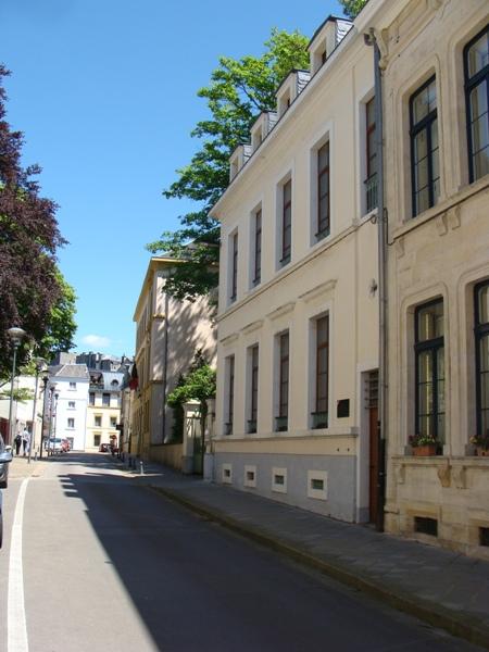 Arlon aarlen plaque aux r sistants tortur s par la gestapo for Miroir rue des martyrs